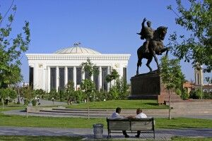Amur Timur-Denkmal mit Kongresspalast