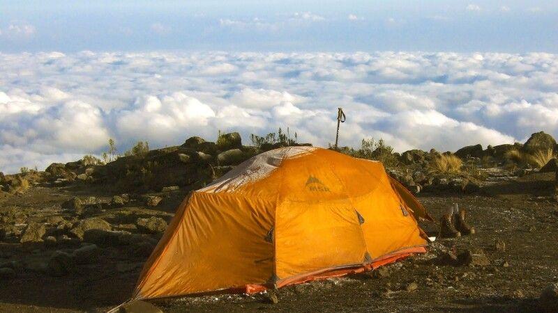 Zelten mit Blick auf ein Wolkenmeer © Diamir