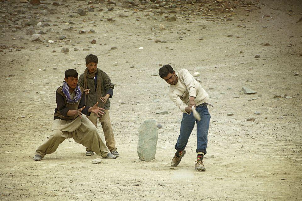 Cricket ist auch in Pakistan Nationalsport Nummer 1 und wird überall gespielt.