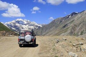 Je tiefer man im Gebirge unterwegs ist, desto abenteuerlicher werden die Fahrtwege.