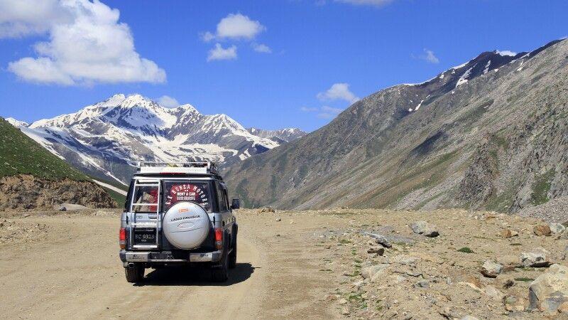 Je tiefer man im Gebirge unterwegs ist, desto abenteuerlicher werden die Fahrtwege. © Diamir