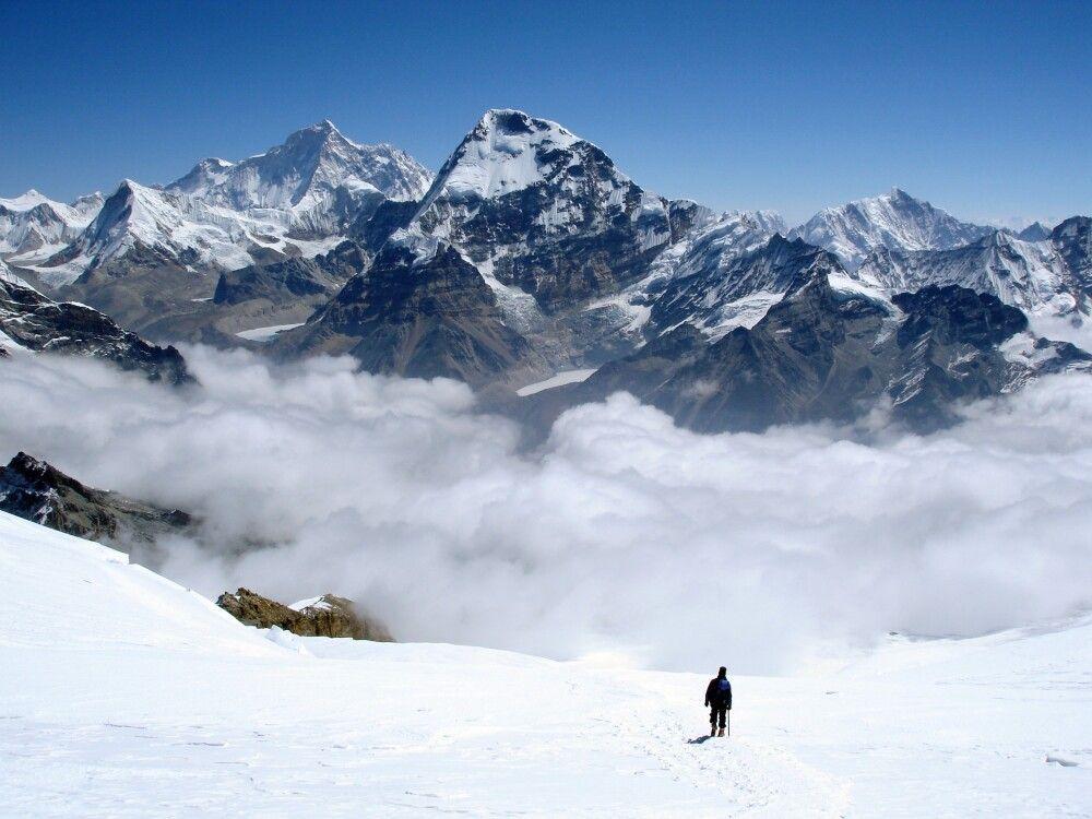 Bergsteiger über dem Nebelmeer.