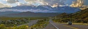 Malerische Landschaft in der Provinz Mendoza mit dem Aconcagua im Hintergrund