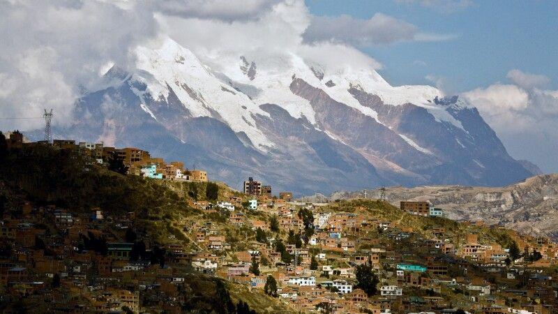 La Paz mit dem Hausberg Illimani © Diamir