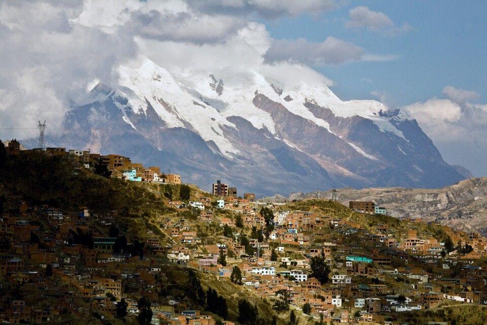 La Paz mit dem Hausberg Illimani
