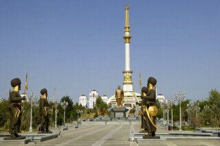 Turkmenistan - Ashgabat - Unabhängigkeitsdenkmal