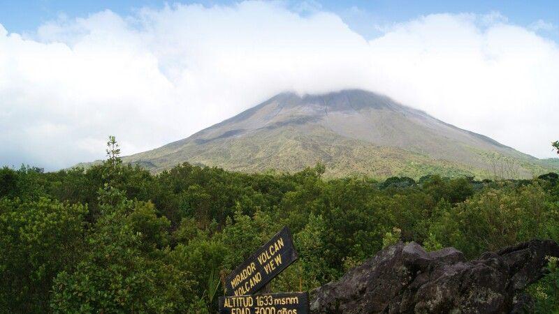 Vulkan Arenal vom NP aus betrachtet © Diamir