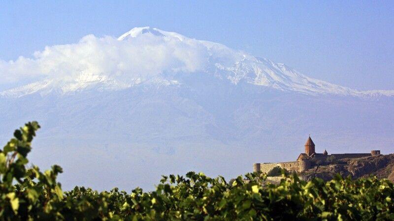 Kirche Chor Virap mit Ararat © Diamir