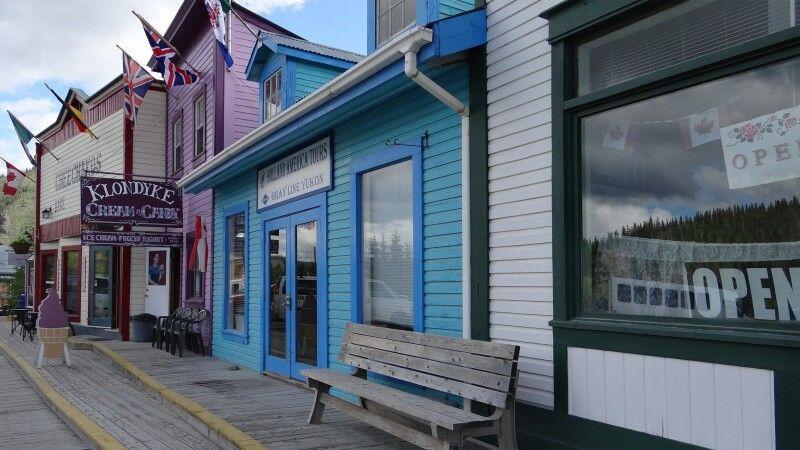 Historische Häuserfronten in Dawson City © Diamir