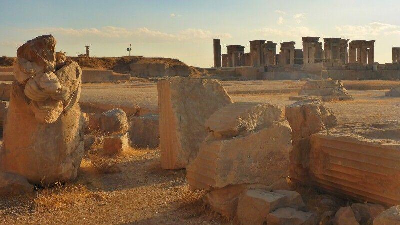 Rundgang in Persepolis © Diamir