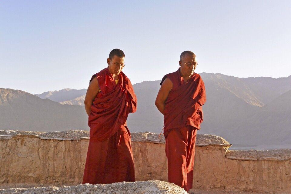 Kloster Diskit, Mönchen vor der Morgenpuja