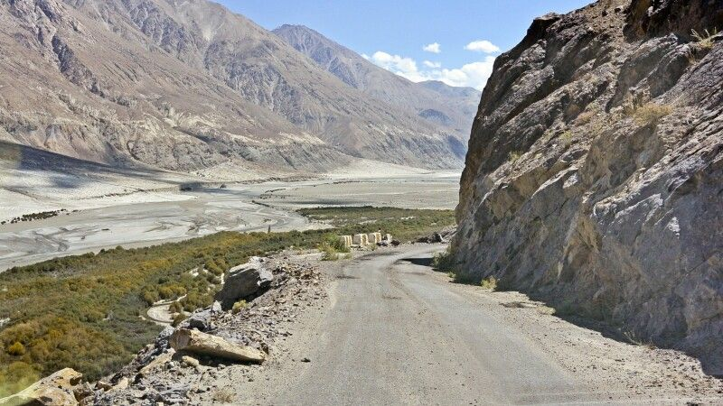 Nubra Valley, Strasse am Shyok zum Wari La © Diamir