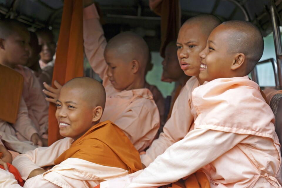 Begegnung mit jungen Nonnen bei Sagain