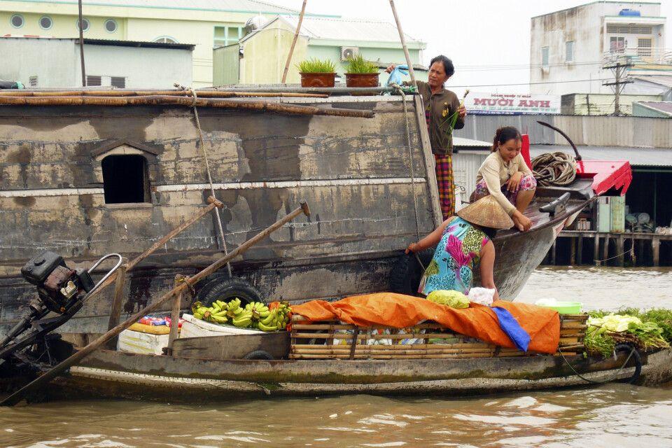Auf einem schwimmenden Markt im Mekongdelta