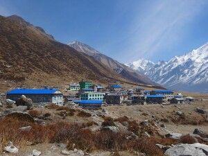 in neuem Glanz erstrahlt das wiederaufgebaute Bergdorf Kyanjin Gompa (3830m)