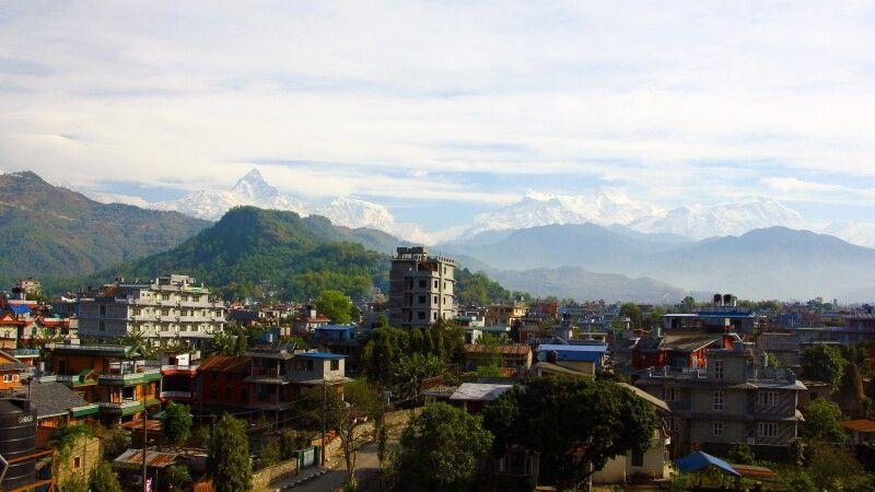 Pokhara vor Bergkulisse © Diamir