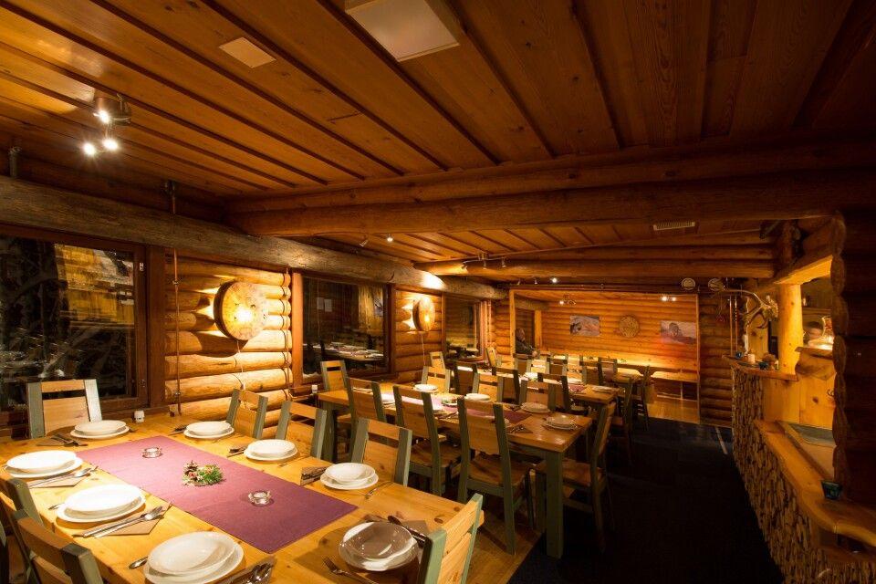 Das Restaurant im Haupthaus der Lodge