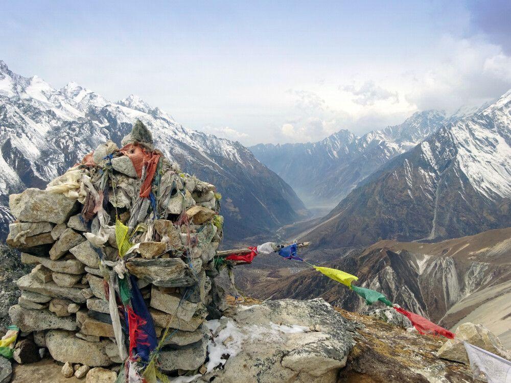 Besteigung des Tsergo Ri mit Blick nach Westen ins Langtang-Tal.