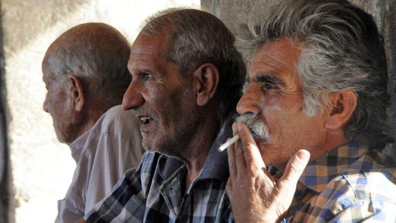 Rauchende Iraner © Diamir