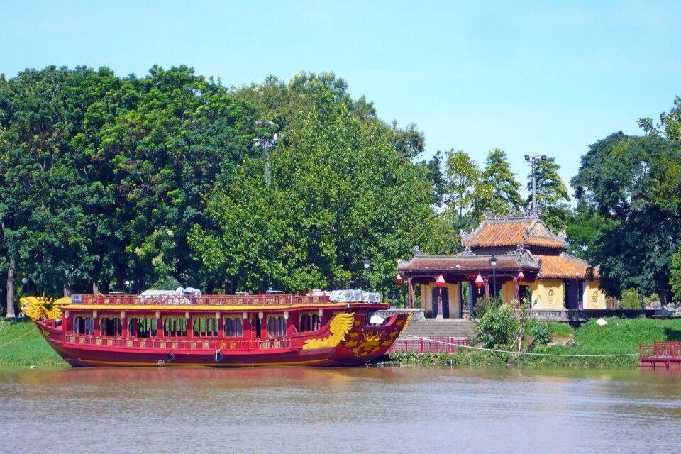 Kaiserliche Barke auf dem Parfümfluss in Hue