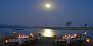 Sie werden es genießen: idyllisches Abendessen am Fluss im Chiawa Camp