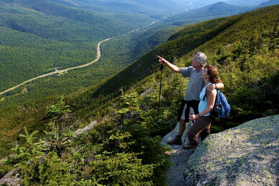 Wanderer genießen die herrliche Landschaft