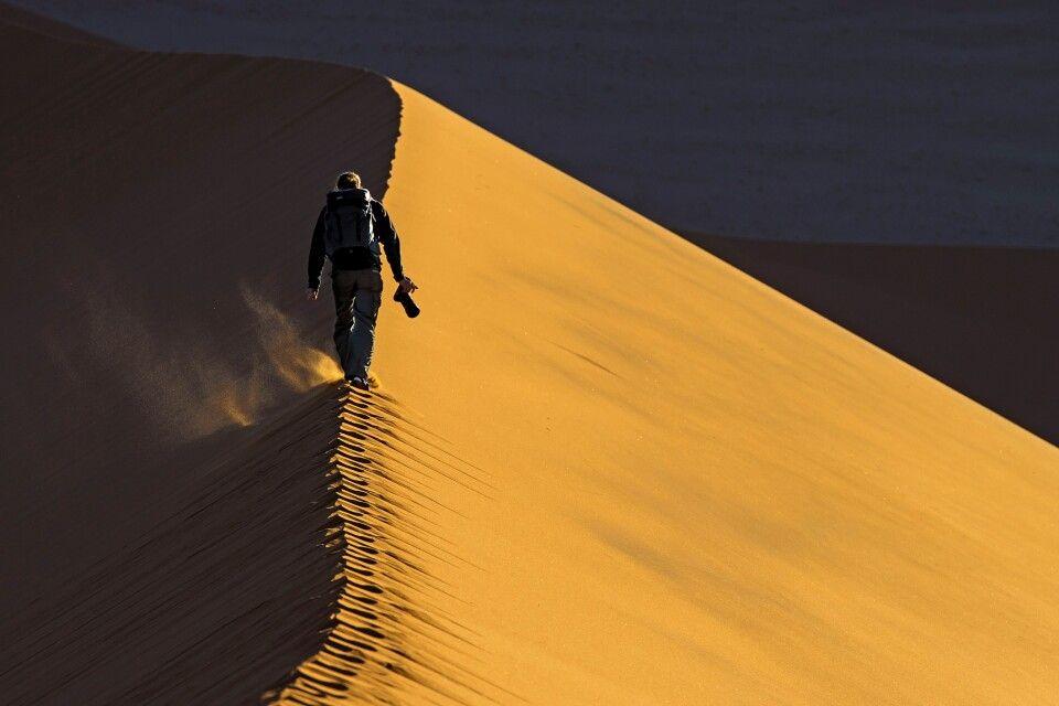 Gratwanderung auf der Düne im Sossusvlei