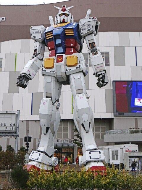 Gundam auf der Halbinsel Odaiba in Tokio