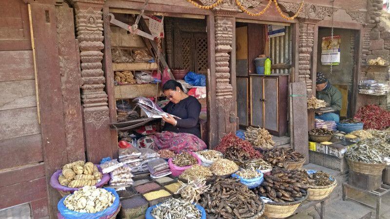 Marktstand in der Altstadt von Kathmandu © Diamir