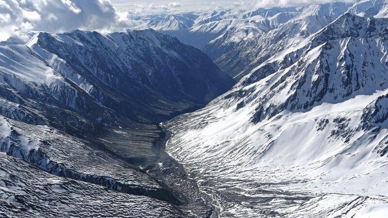 Die St-Elias-Berge bieten riesige Täler © Diamir
