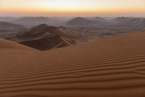 Wenn die Sonne kommt: ein früher Morgen auf dem Dünenkamm – grandiose Aussicht inklusive.