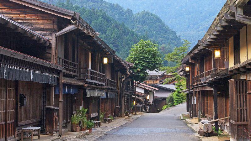 Tsumago – Häuser aus der Edo-Zeit auf der alten Route zwischen Kyoto und Tokio © Diamir