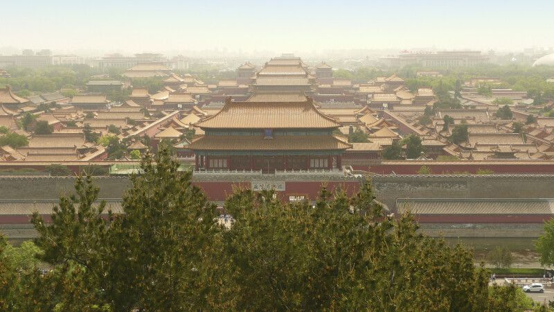 Blick vom Kohlehügel in Peking auf die Verbotene Stadt © Diamir