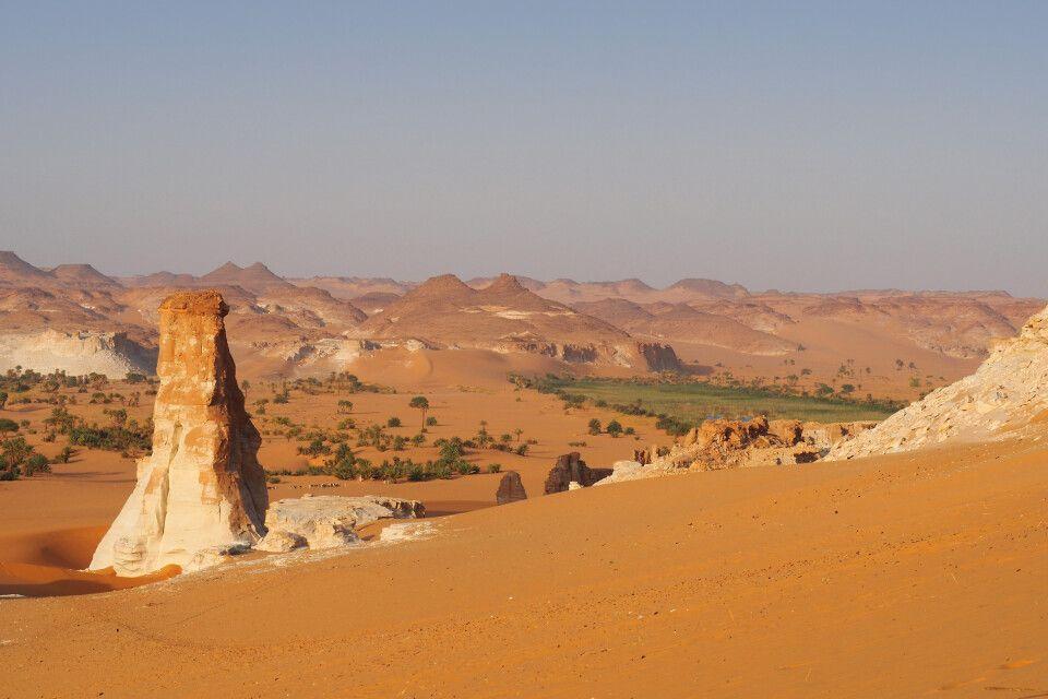 Wüstensand und Felsentürme