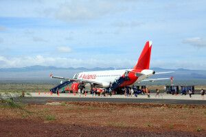 Flugzeug am Flughafen in Baltra