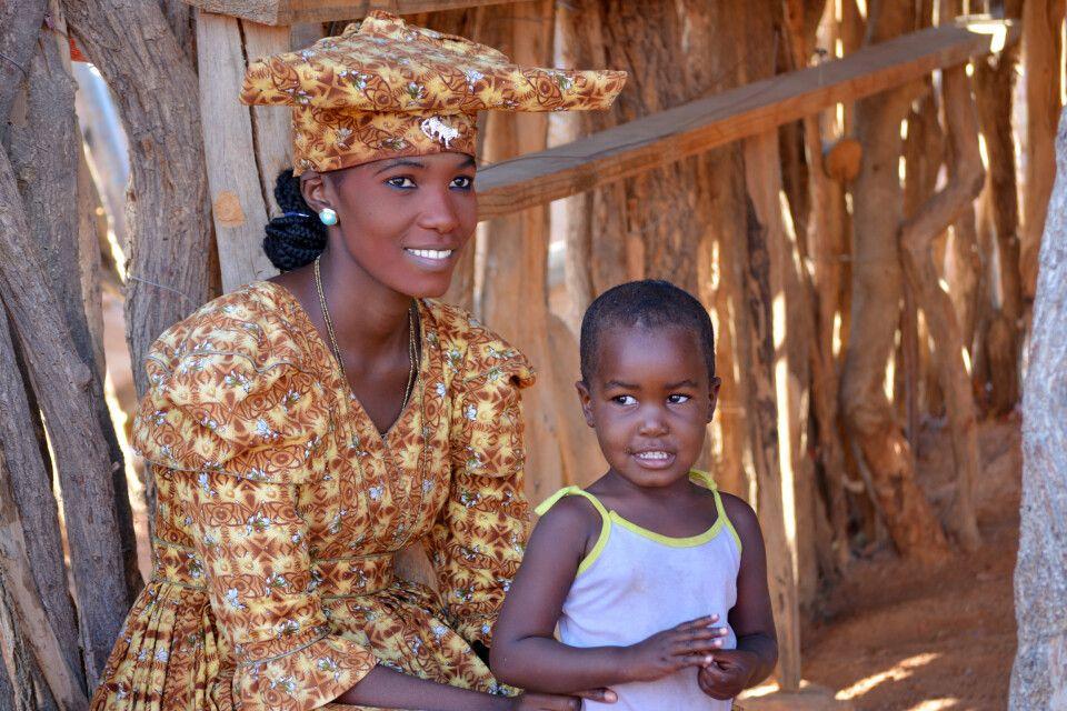 Bekanntschaft mit den Herero – einer der ethnischen Gruppen Namibias.