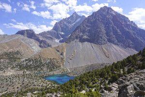 Fan-Gebirge mit See