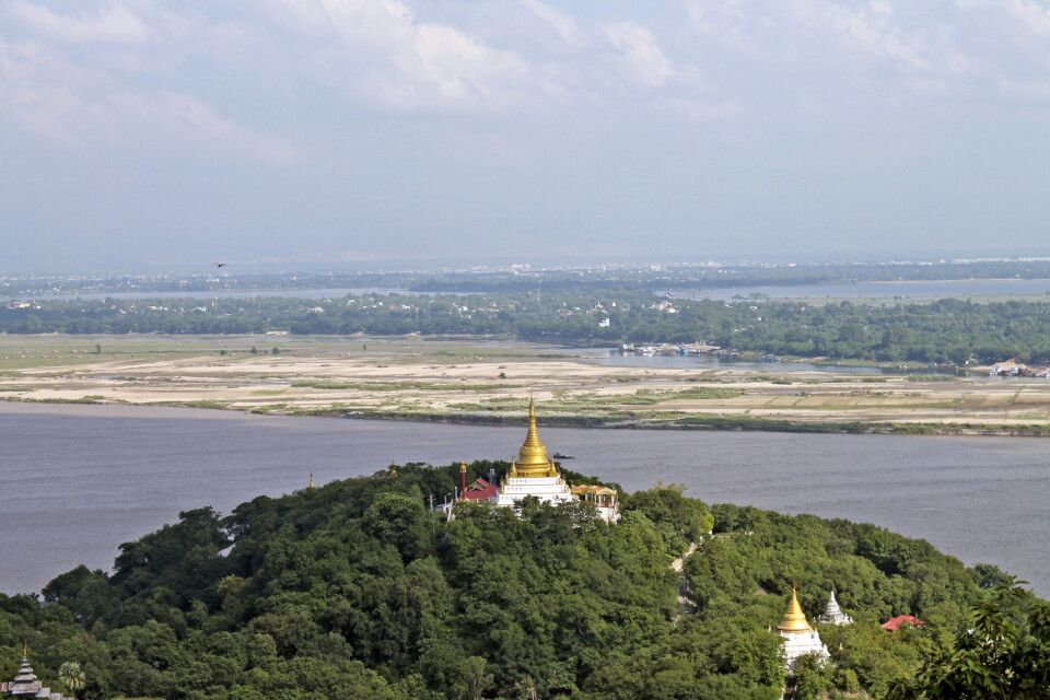 Blick auf die Klöster um Sagaing