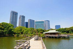 Der Hamarikyu Garten in der Bucht von Tokio