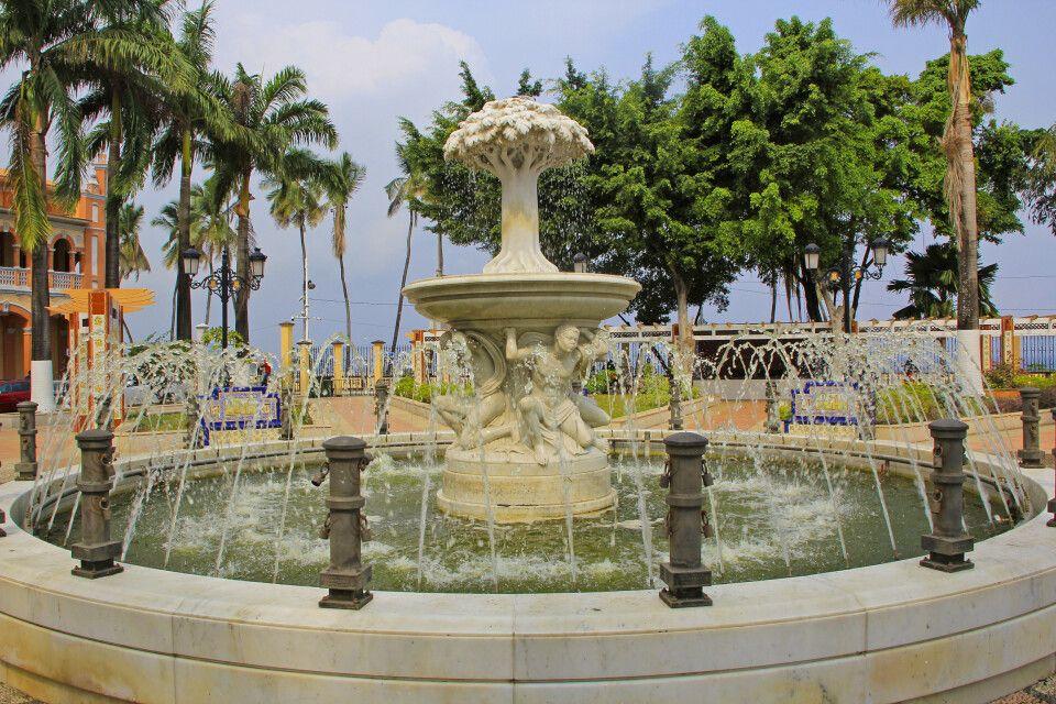 Springbrunnen mit Ceiba-Nationalbaum, Malabo