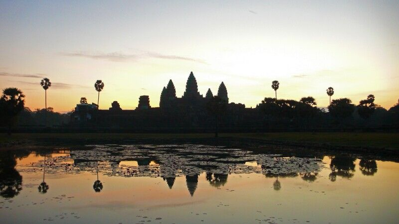 Sonnenaufgang am großen Angkor Wat © Diamir
