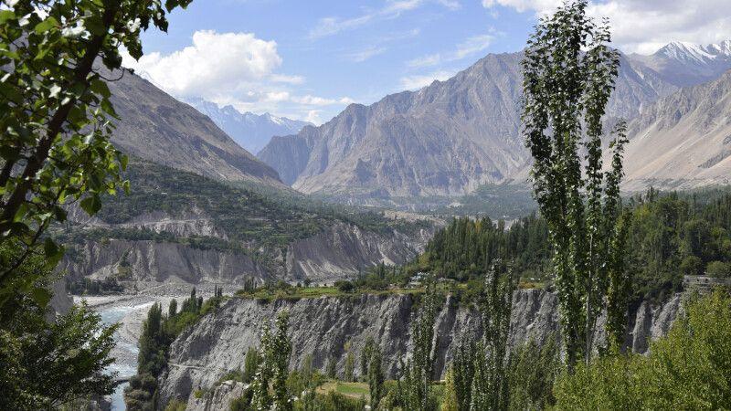 Karimabad liegt im Tal des Hunza-Flusses. © Diamir