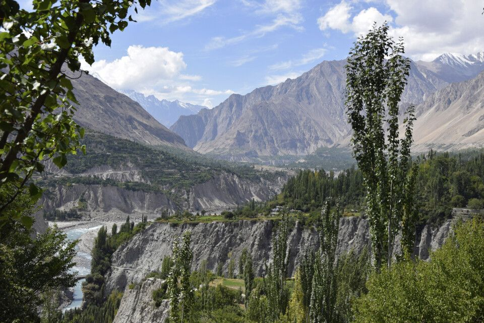 Karimabad liegt im Tal des Hunza-Flusses.