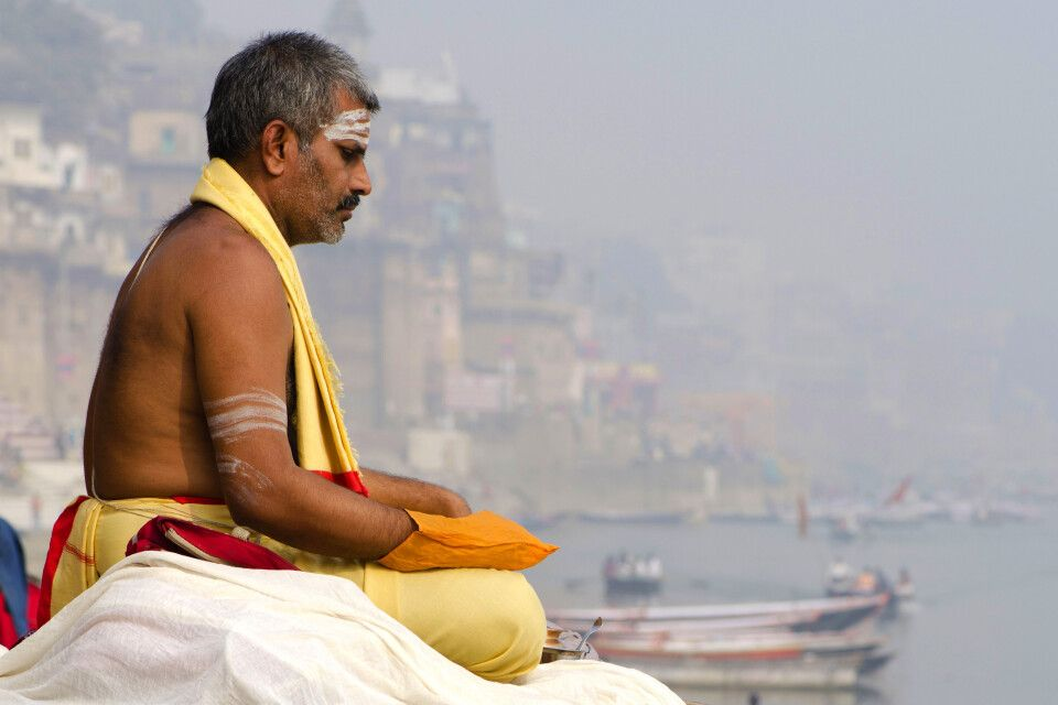 Varanasi am Ganges -Meditierender