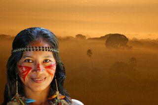 Indigena vor Landschaft im Pantanal