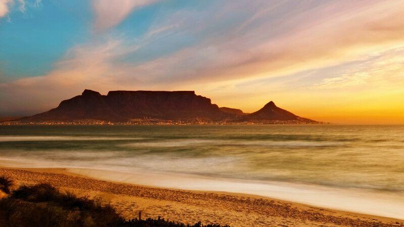 Blick auf den Tafelberg in Kapstadt © Diamir