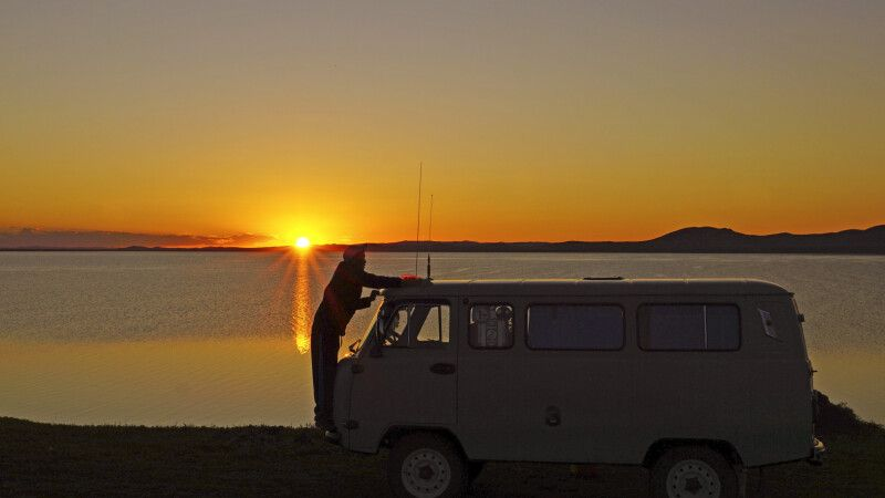 Sonnenuntergang am Ugii-See © Diamir