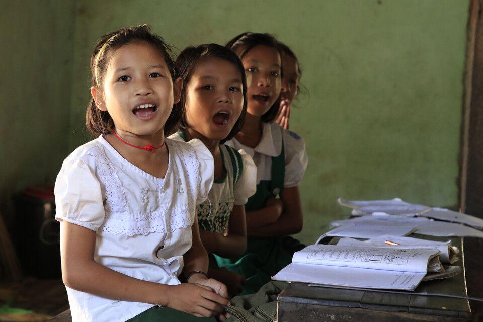 Besuch einer Schulklasse in Bago