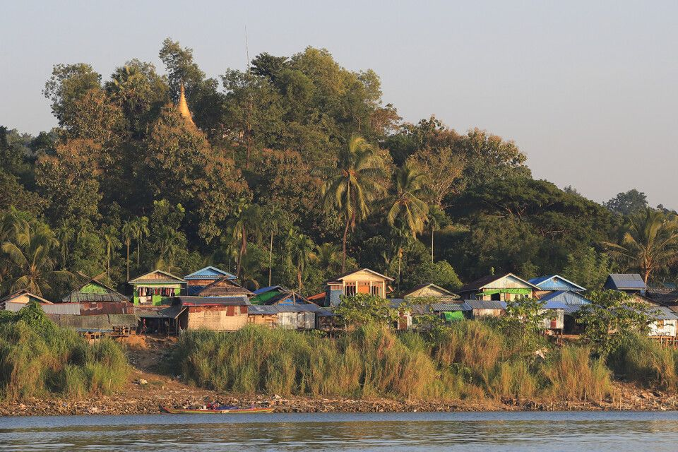 Mrauk U: Dorf am Fluss Lemro