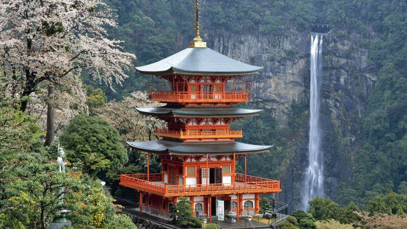 Zauberhafte Landschaft am Nachi-Wasserfall © Diamir